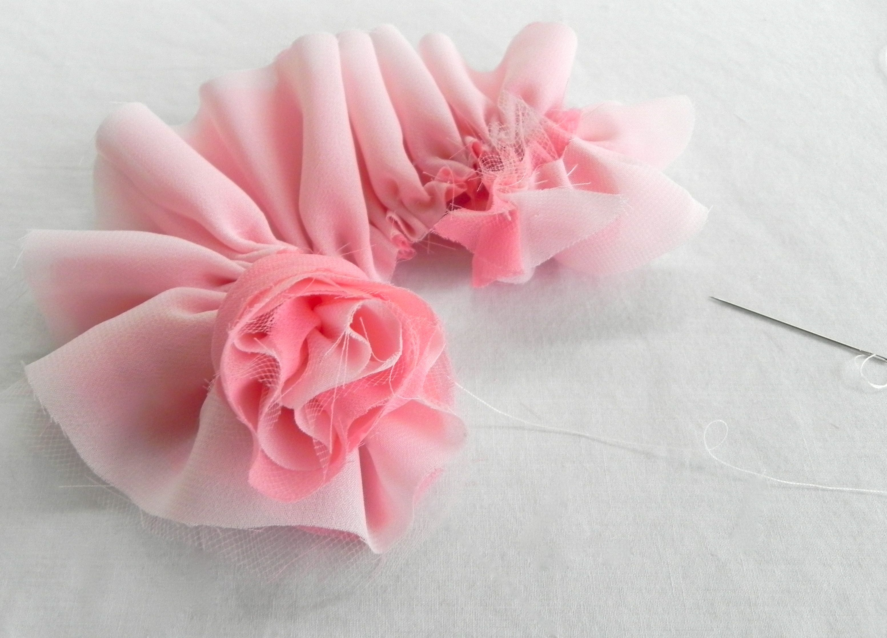 DIY Fabric Flowers - Rose-inspired style - MISS PARTY