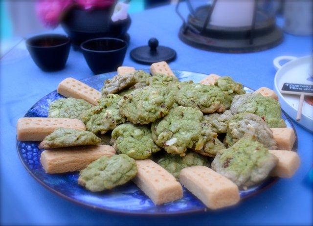 Green tea-white chocolate-almond cookies